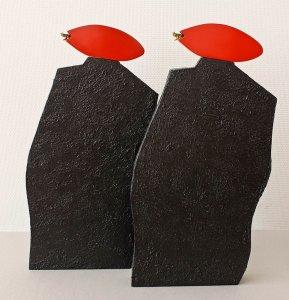 """Mens-of"" materiaal: hout, papier, verf, rubber,   51 x 50 cm"