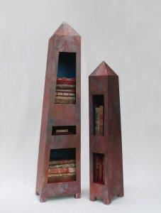 """""""Boekhuizen"""" materiaal: zink, hout, handgemaakte boeken, 110 x ± 50 x 24 cm"""