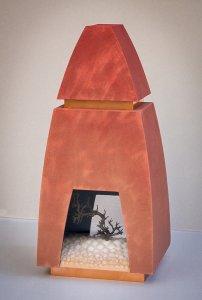 """""""Monument voor een boom"""" materiaal: hout, koper, kunststof, bonsaiboomtak, 60 x 28 x 24 cm"""
