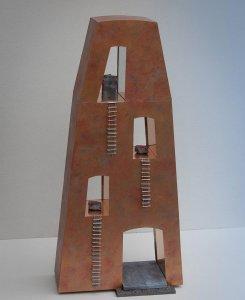 """""""Gedachtenpand"""" materiaal: zink, hout, koper en lood, 64 x 30 x 11 cm"""
